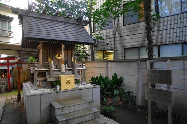 気象神社の祠