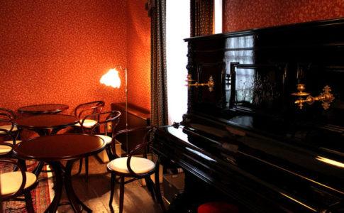 三軒茶屋のレトロなカフェ