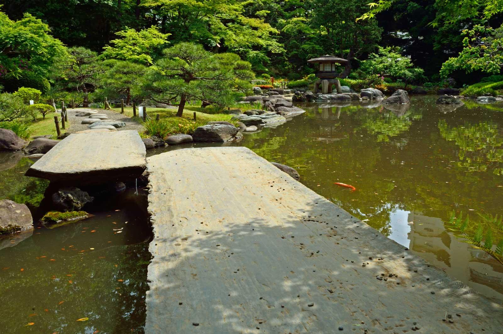 石橋と心字池
