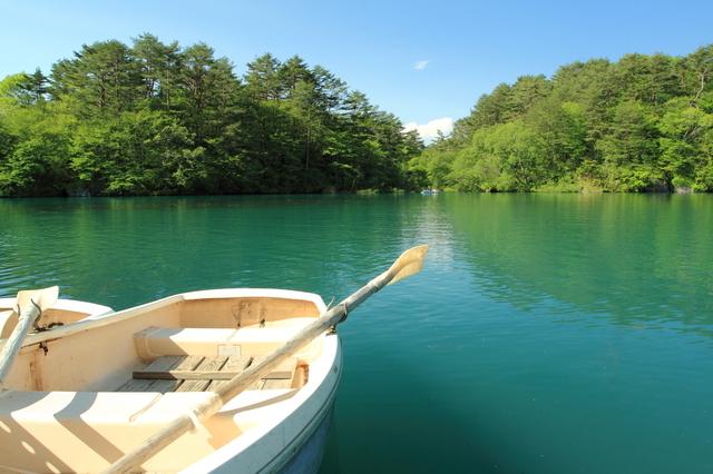 毘沙門沼とボート