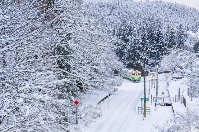 雪化粧をした滝谷駅