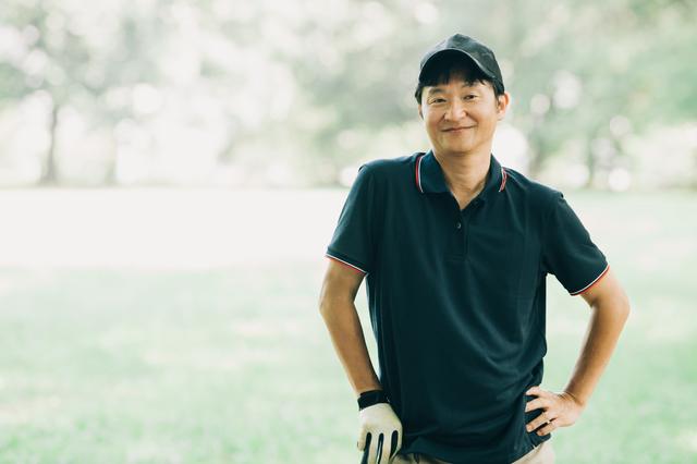 ゴルフを楽しむ50代