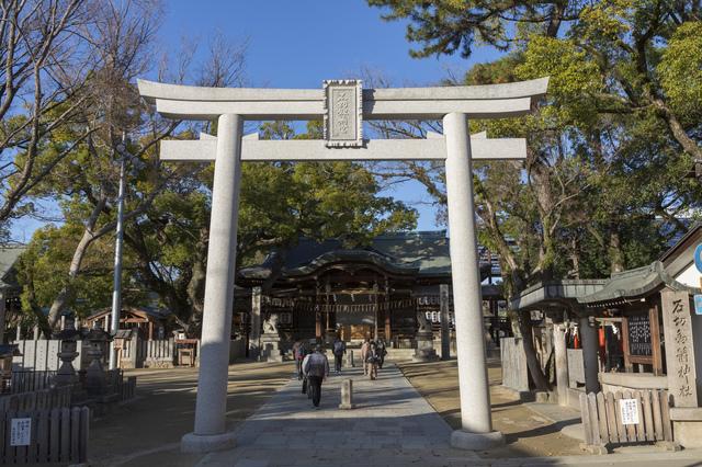 石切劔箭神社の鳥居と本殿