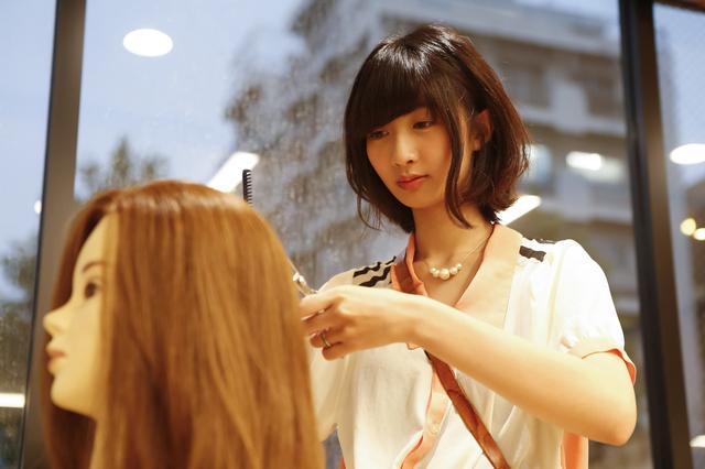 美容師を目指す妹