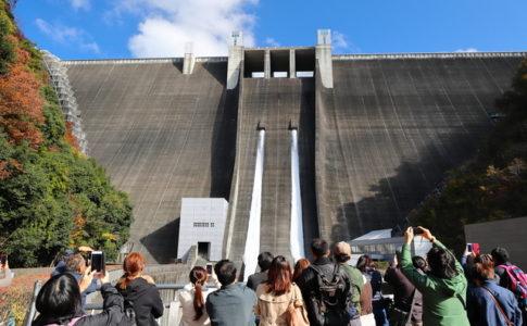 宮ヶ瀬ダムの放水ショー