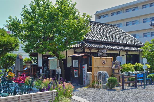 松山市内にある子規堂