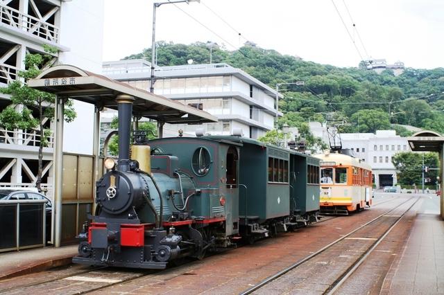 松山市街を走る坊ちゃん列車