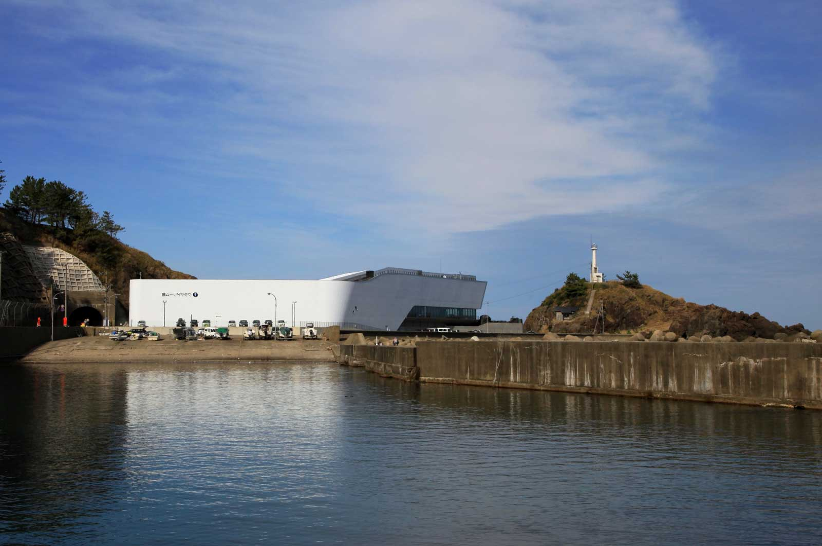 加茂港と加茂水族館