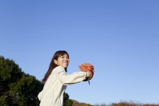 妻が息子とキャッチボール