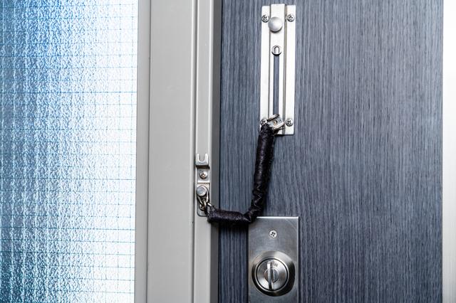 鍵のかかったドア