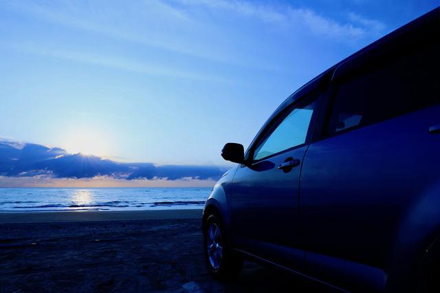 横浜の海と車