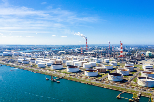 横浜の重油工場