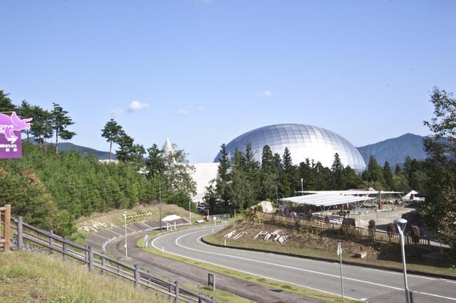 ドーム型の福井県立恐竜博物館