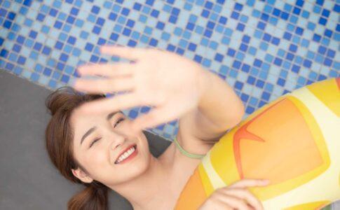 プールで戯れる童貞を奪ってくれた福井の女性