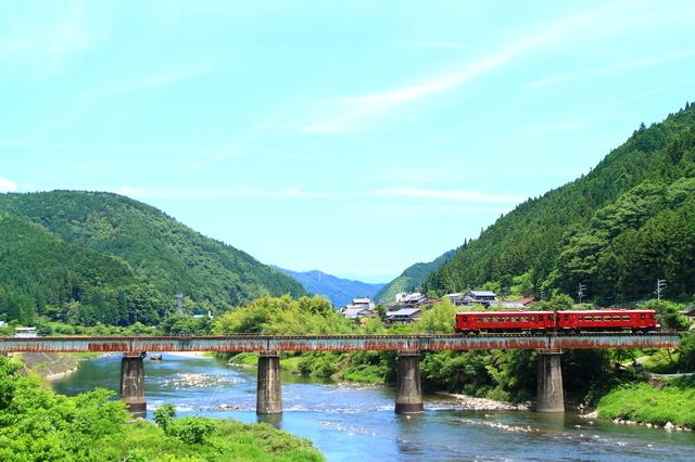 川を渡る長良川鉄道