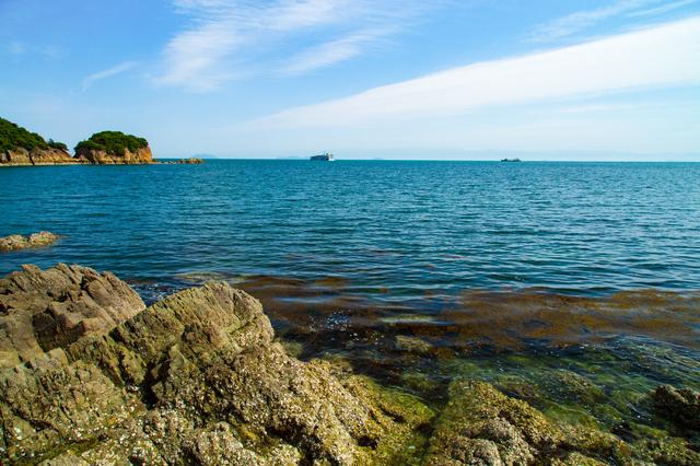 仙酔島から見たエメラルドグリーンに輝く海