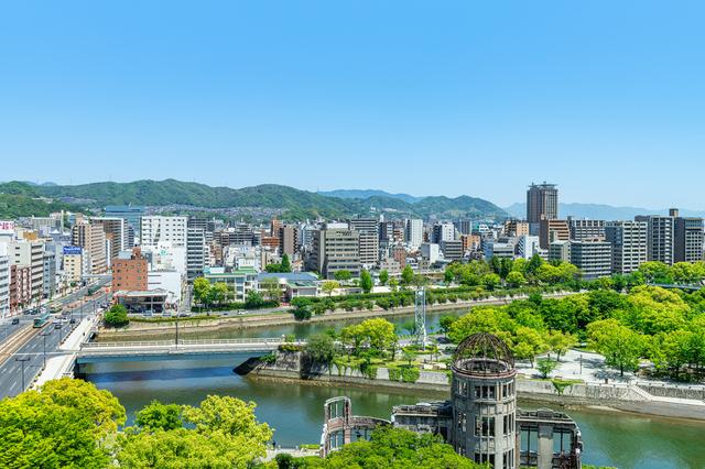 原爆ドームと広島の街並み