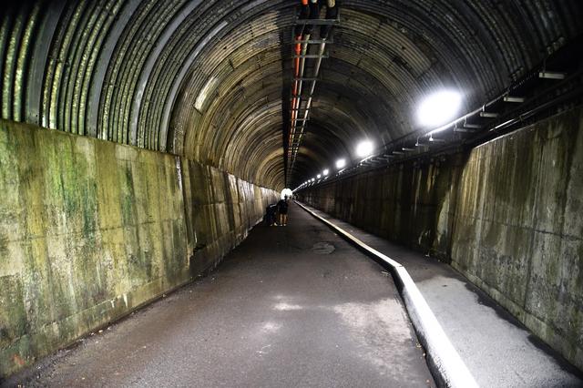 寸又峡の歩行者用トンネル