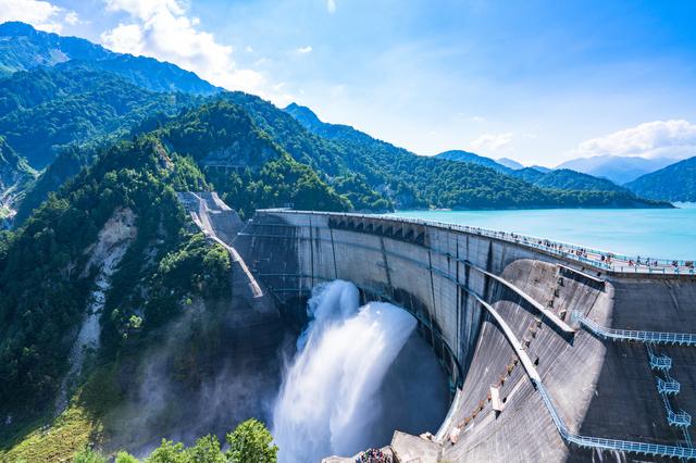 夏の黒部ダム(富山)