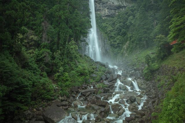 神秘的な那智の大滝(和歌山)